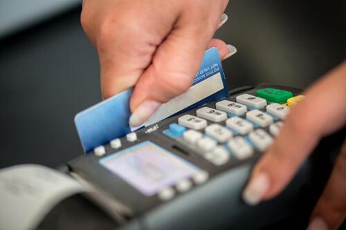 5 lý do tại sao bạn nên sở hữu ngay một chiếc thẻ tín dụng